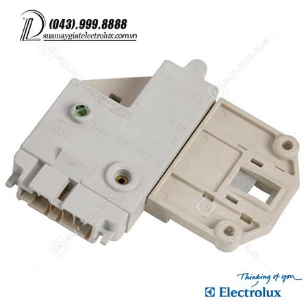 cong-tac-ba-chan-electrolux