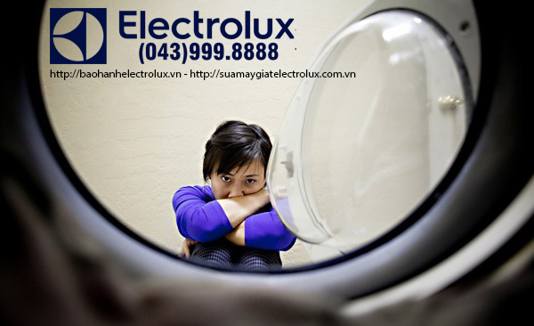 may-giat-electrolux-mat-nguon